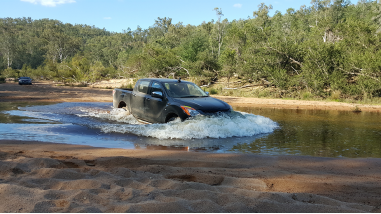 SISODRV404 - Drive a 4WD vehicle in difficult terrain