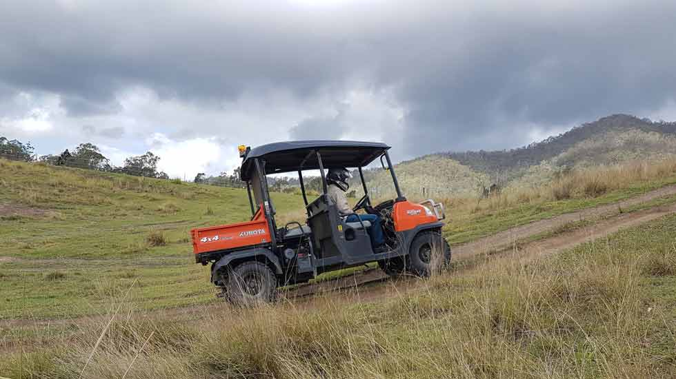 AHCMOM211 - Operate side by side utility vehicles